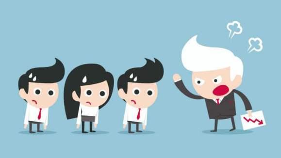 dirigeant-criant-sur-employés