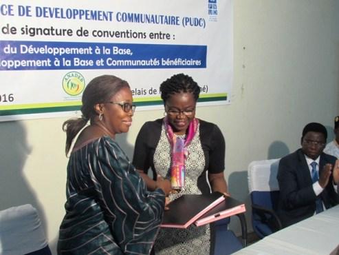 PUDC signature de conventions - PUDC : le ministère chargé du Développement  à  la Base signe des conventions avec le PNUD et avec les communautés bénéficiaires de microprojets d'infrastructures socio-économiques