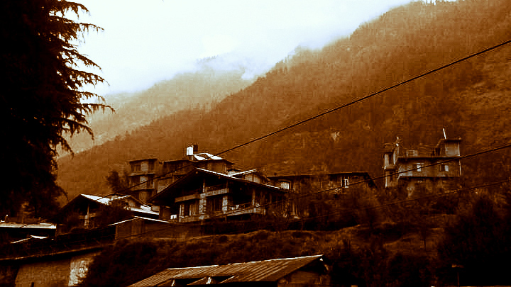 Houses in Old Manali