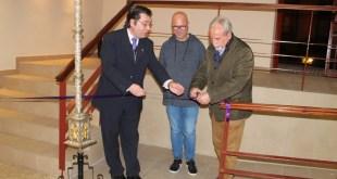 El Presidente de la ULCO, El Párroco de S. Juan Evangelista y el Tte de Alcalde en el corte de la cinta