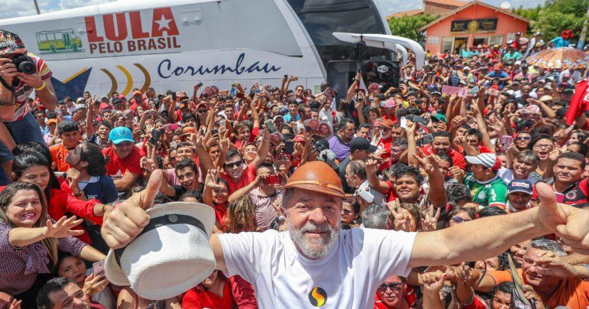"""Entre os dias 17 de agosto e 5 de setembro, o ex-presidente Lula - candidato favorito em todos os cenários eleitorais para 2018 de acordo com a última pesquisa do DataFolha - percorreu 25 cidades em nove estados do Nordeste brasileiro com a caravana chamada """"Lula pelo Brasil""""."""