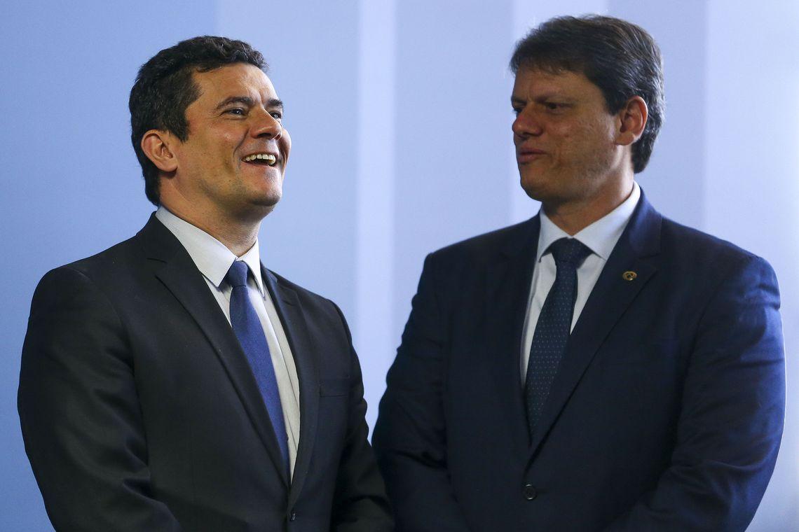 Os ministros da Justiça e Segurança Pública, Sergio Moro e da lnfraestrutura, Tarcísio Freitas assinam Portaria Interministerial que cria o Serviço Nacional de Notificação de Recall de veículos.