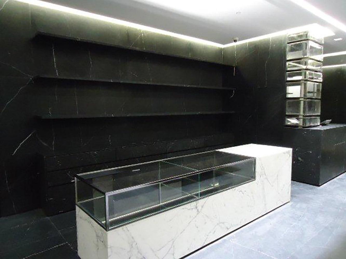 Boutique en construction pour Yves Saint Laurent