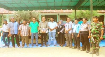 Anggota DPR RI, Suasana Dachi foto bersama dengan warga dan Muspida