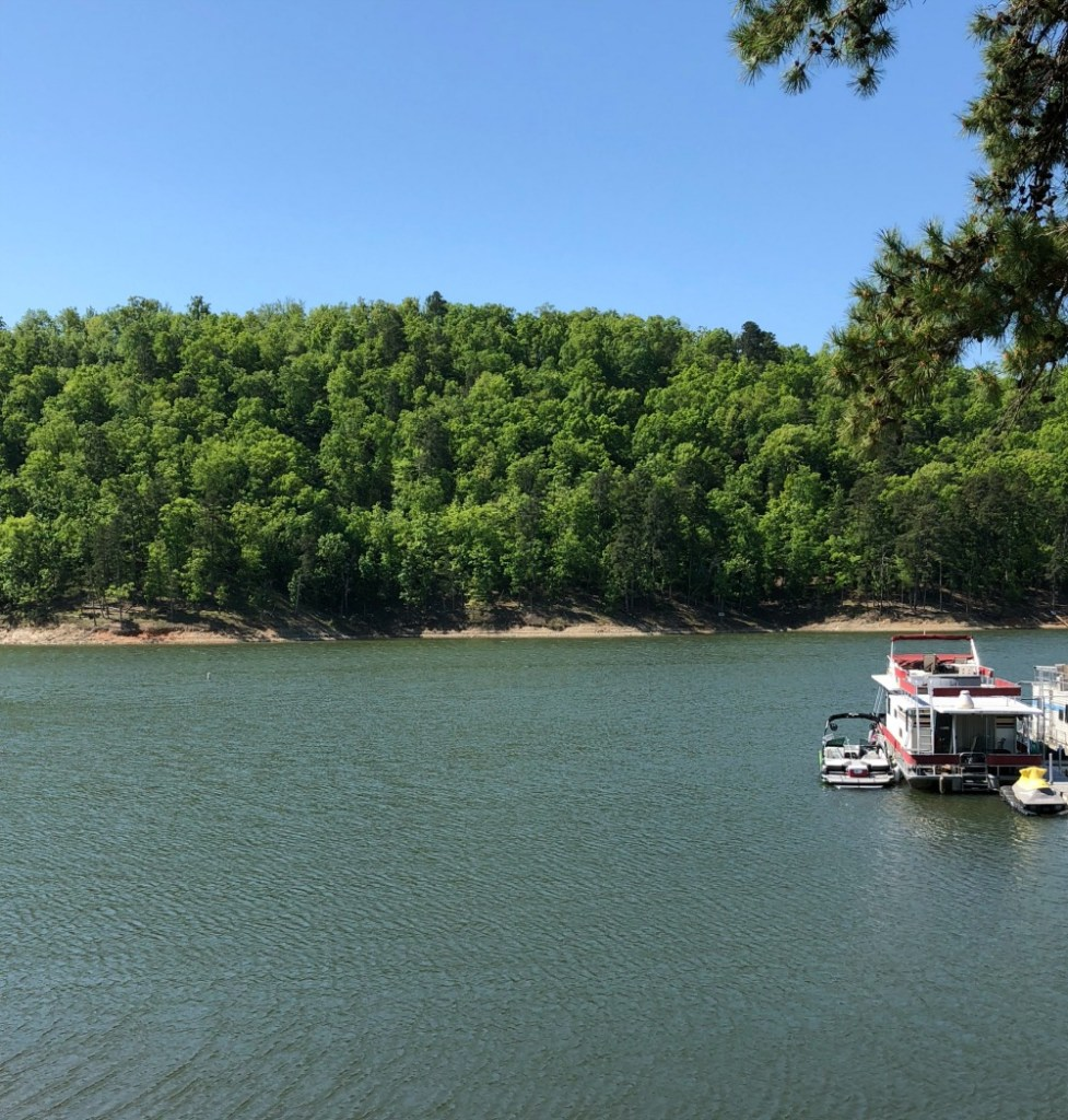A Weekend Getaway in Broken Bow - www.mandamorgan.com