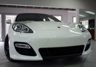 NOUVEAU +++ Porsche Voiture d'occasion: Porsche Panamera Turbo für 44990 € +++ Les meilleures offres   Berline, 29000 km, 2011, Essence, 540 CV, Blanc   137631896   auto.de