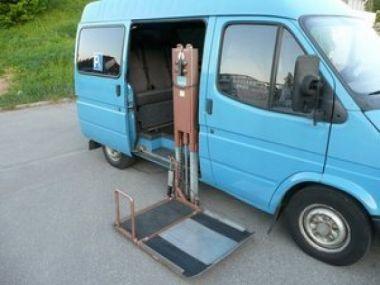 NOUVEAU +++ Ford Véhicule pour handicapés: Ford Transit 2.5 D behindertengerecht / Rollstuhlhebe für 6950 € +++ Les meilleures offres | Minibus/Monospace, 71700 km, 1993, Diesel, 80 CV, Bleu | 133505823 | auto.de