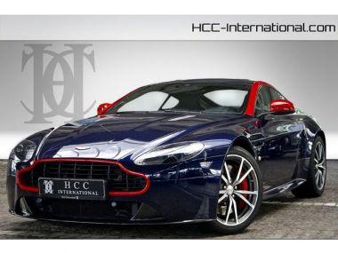 NOUVEAU +++ Aston Martin Voiture d'occasion: Aston Martin Vantage V8  S N430 Heritage |6Gang |Kamera |700W für 94900 € +++ Les meilleures offres | Coupé, 15200 km, 2014, Essence, 436 CV, Bleu | 135490203 | auto.de