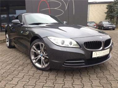 NOUVEAU +++ BMW Voiture d'occasion: BMW Z4 sDrive 28i *NAVI PROFESSIONAL*XENON* für 34690 € +++ Les meilleures offres | Cabriolet/Décapotable, 19029 km, 2013, Essence, 245 CV, Gris | 137355521 | auto.de
