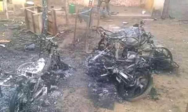19/10/2021, aux environs de 23h le poste de gendarmerie de Beleko (région de Diola) a été attaqué par une dizaine d'hommes armés non identifiés à bord de plusieurs motos.