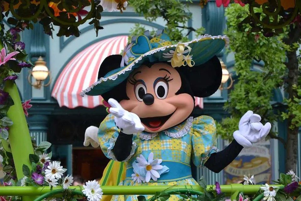 disneyland paris minnie