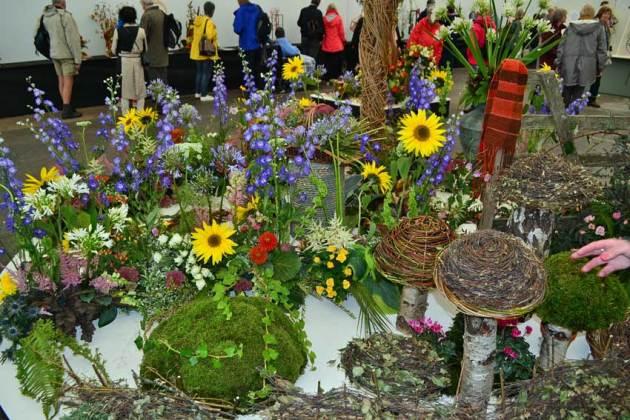 Wensleydale Floral Club's exhibit on weaving