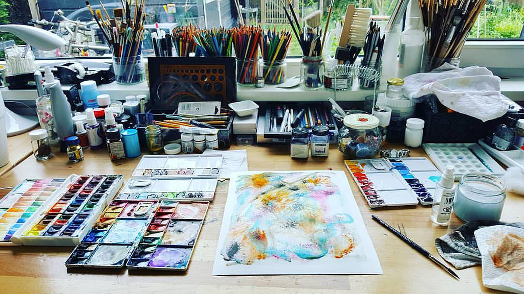 Mandy van Goeije work top scattered with art supplies during a crazy professor experimentation session with art supplies in which she finds inspiration