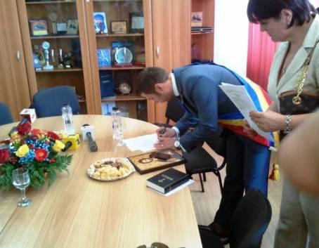 primarul-Cristian-Radu-depune-juramantul-08