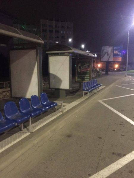 drobeta_scaune_statie_autobuz2