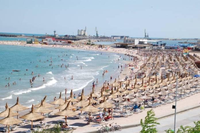 plaja-mangalia-sezlonguri-