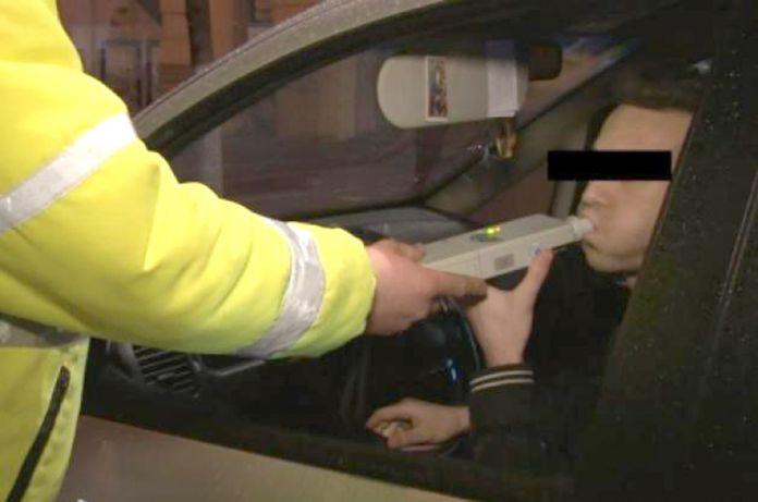 Tineri bauti la volan, fara permise de conducere!