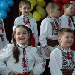 Gimnaziul Volovita La multi ani Romania-3