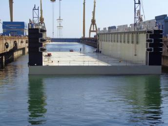Damen Shipyards Mangalia - lansarea la apă a unui doc plutitor5