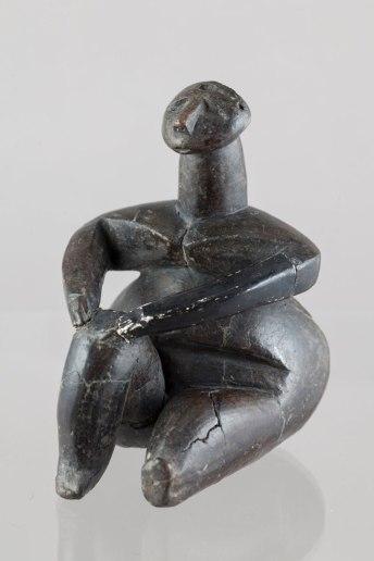 Femeie sezand - Hamangia