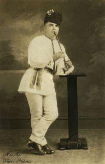 Un român din Indiana Harbor, Indiana (astăzi o suburbie a Chicago-ului) - anii '20.