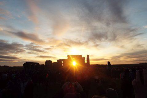 Happy Solstice Solstiţiul de iarnă sărbătorit la Stonehenge (1)