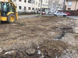 Continuă lucrările de amenajare a parcărilor de reședință F1-F2-b