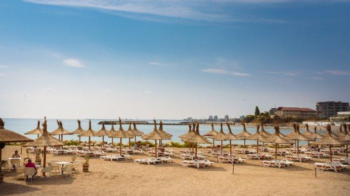 Mera Onix vacanta-la-mare-cu-piscina-infinity-plaja