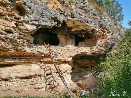 Bisericuțele rupestre de la Dumbrăveni Foto Maria Cazacu-09