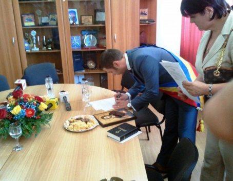 primarul-Cristian-Radu-depune-juramantul