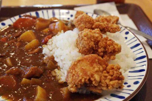 Karaage Kare di ManGiappone riso con curry giapponese e pollo fritto