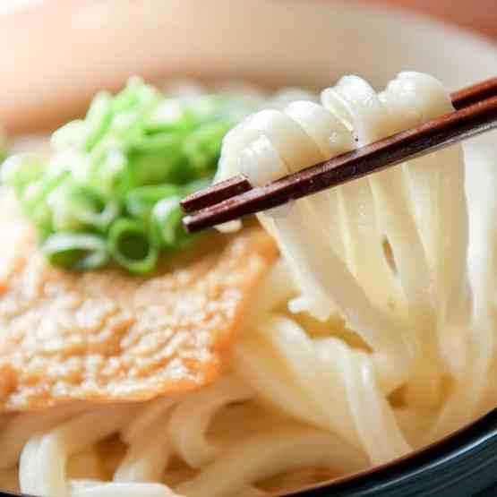 Kitsune Udon di ManGiappone pasta di Sanuki con tofu fritto