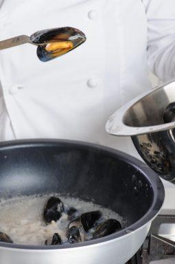 Spaghetti aglio olio peperoncino e cozze