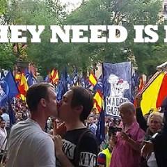 Policía desaloja a pareja gay por besarse frente a manifestación nazi