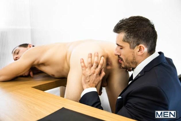 Sexo sobre el escritorio 4