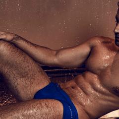 Nadador olímpico gay Amini Fonua en portada de Attitude