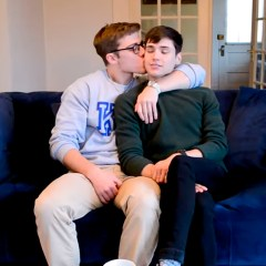 Después de quejarse por su trabajo Blake Mitchell finalmente tiene un novio