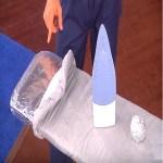 Ele cobriu a tábua de passar roupas com uma folha de papel alumínio.A razão é genial!