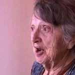 """Em 1949, ela é informada de que o seu bebê morreu. Em 2018, é dito à senhora de 88 anos: """"Eu não morri""""."""