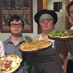 Amigos com Síndrome de Down abrem pizzaria após não conseguirem emprego