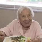Mulher de 107 anos revela segredo para longevidade