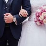 Mulher se divorcia do noivo por chamá-la de estúpida minutos depois de se casar