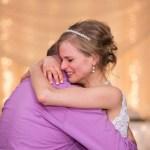 Noiva dança valsa no seu casamento com o doador que a salvou da leucemia
