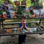 Menino que venceu câncer doa brinquedos a seus amigos do hospital