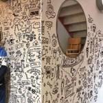 Após bronca por rabiscar na sala de aula, garoto é convidado para decorar restaurante