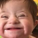 Vídeo de menina com Down sorrindo para mãe adotiva viraliza