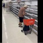 Idosa chora ao ver as prateleiras vazias do supermercado