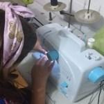 Durante pandemia de Covid-19, menina costura máscaras e doa para moradores de rua