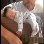 Vídeo viraliza nas redes sociais: bebê dorme em cima do violão enquanto pai canta