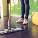 Como eliminar manchas impregnadas do chão da cozinha